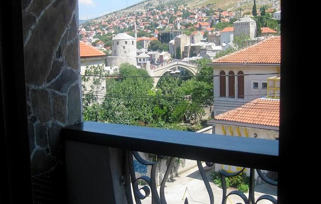 Cosy room with balcony overlooking the famous Mostar's Old Bridge