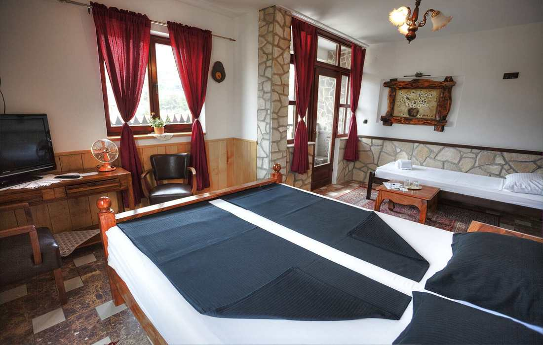 Tastefully decorated, spacious rooms in Villa Anri