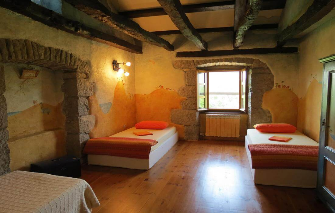 Bedroom with single beds and garden-view, House Our Istria