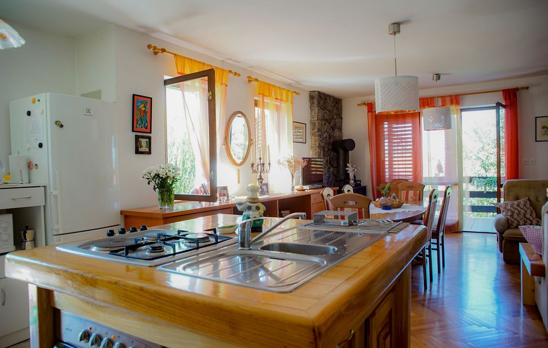 Kitchen island and dining room, House Vrbovcanka