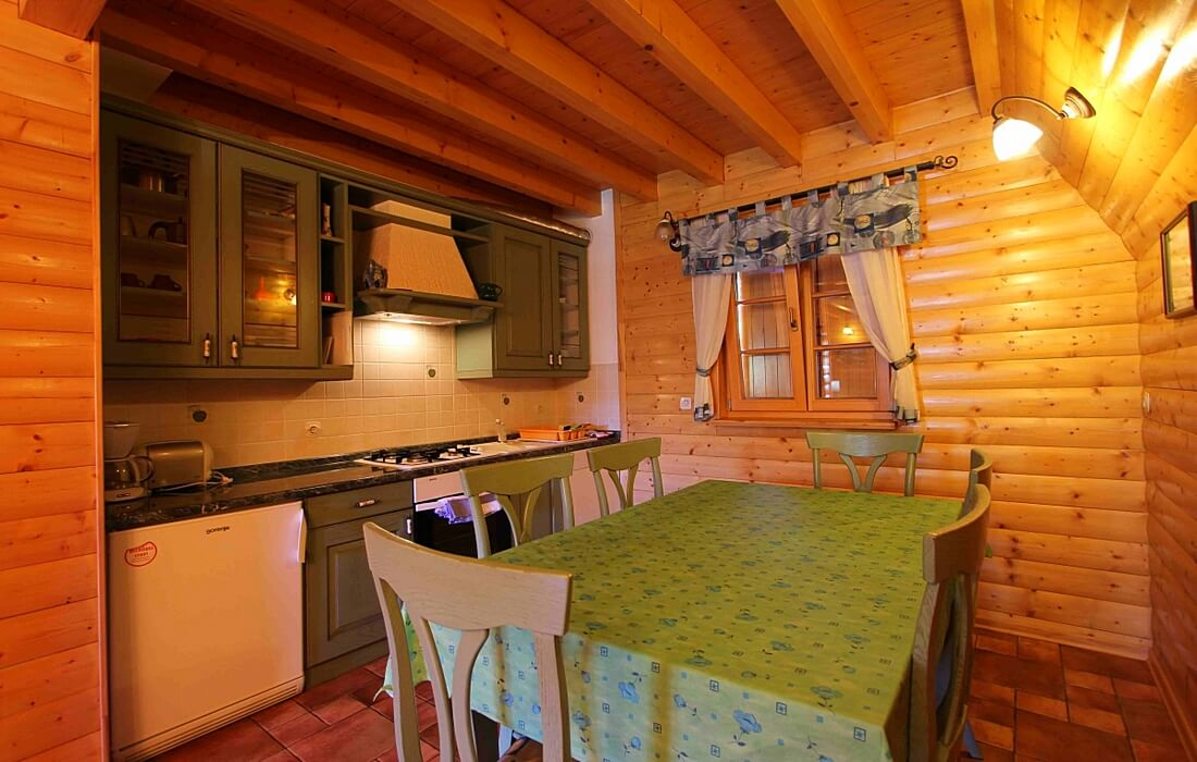Fully equipped kitchen in Holiday House Ana – Runolist