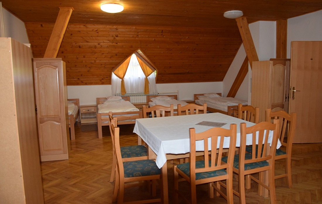 Four-bed room in mountain lodge Jankovac