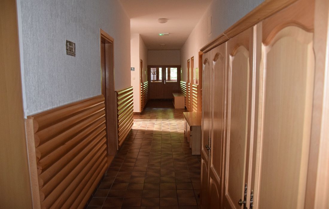 Long hall with bedrooms - Lodge Jankovac, Papuk
