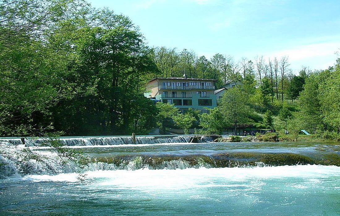 Accommodation in guesthouse Zvecaj on Mreznica River